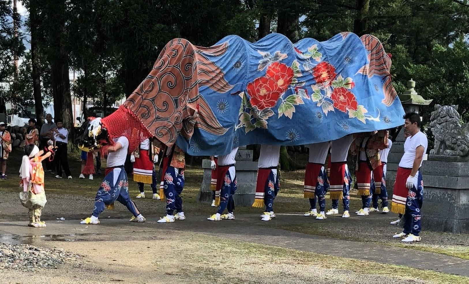 坪野の獅子舞の画像
