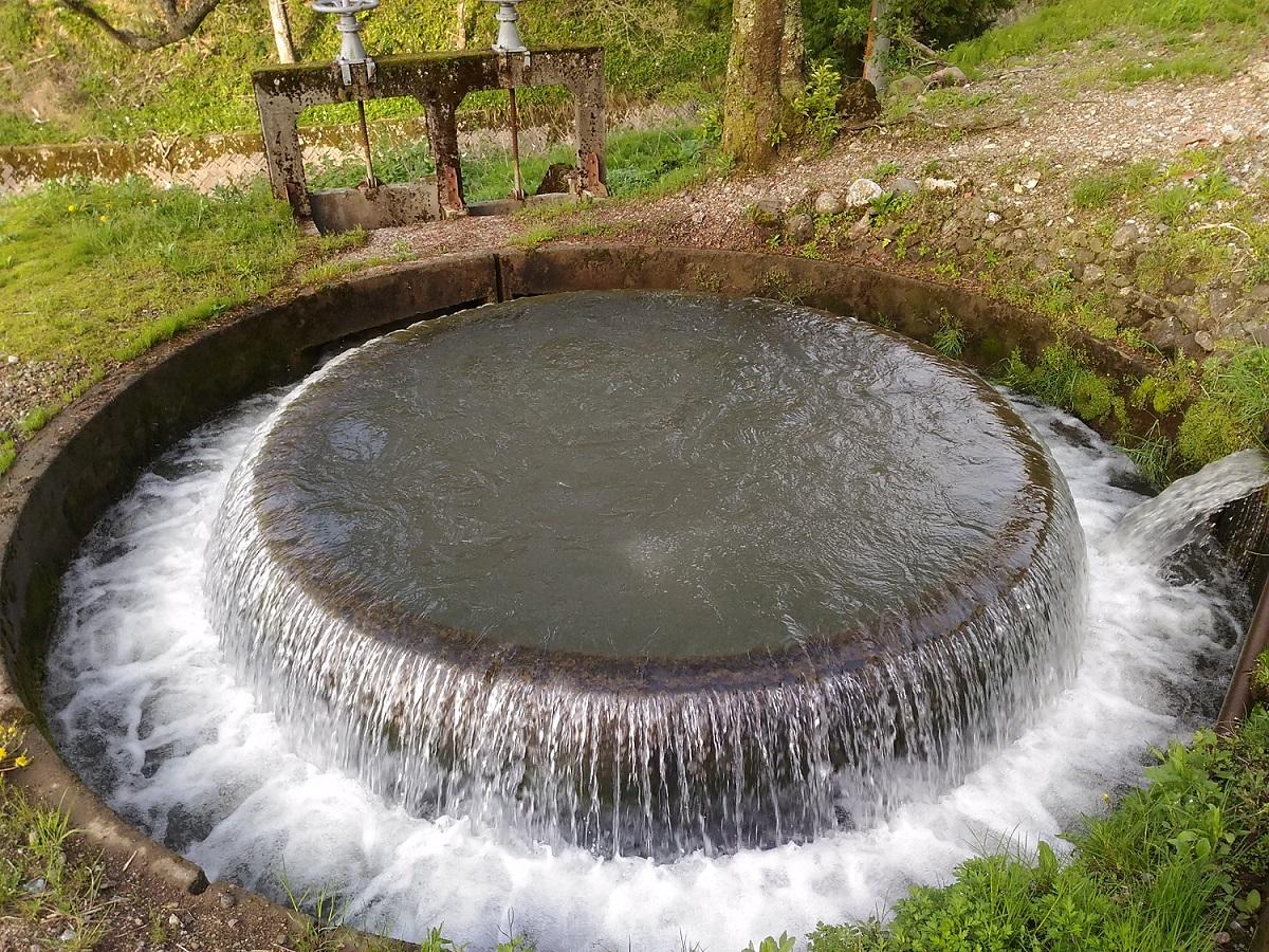 赤祖父円筒分水槽の画像