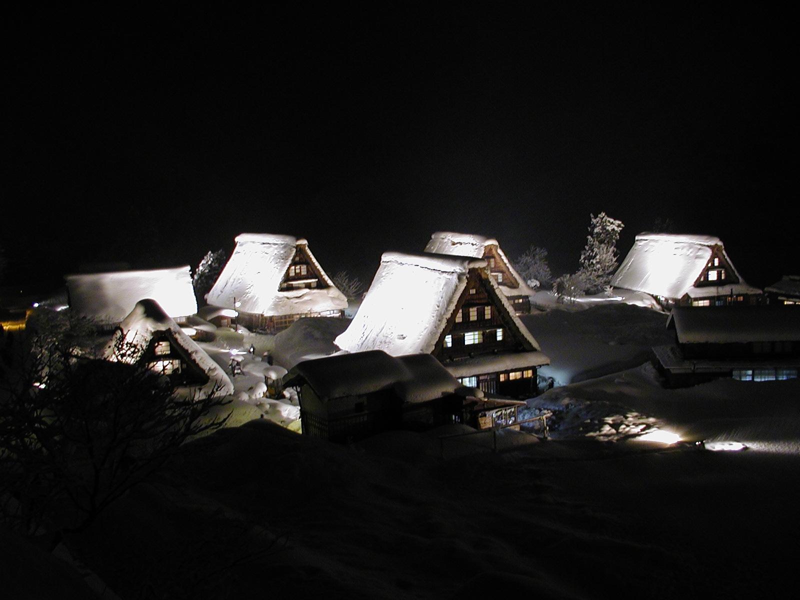 世界遺産五箇山 菅沼合掌造り集落冬のライトアップの画像
