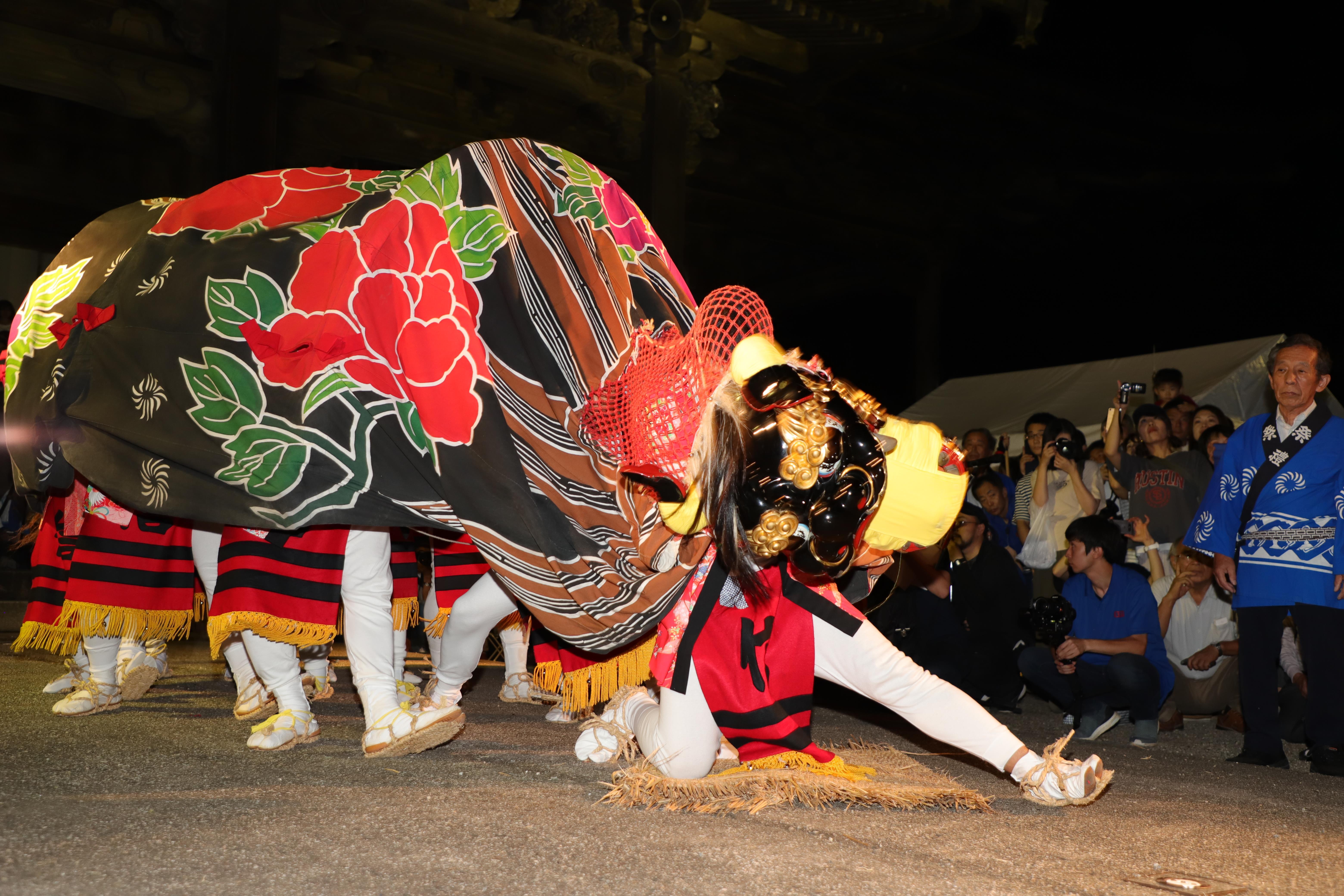 信末の獅子舞の画像
