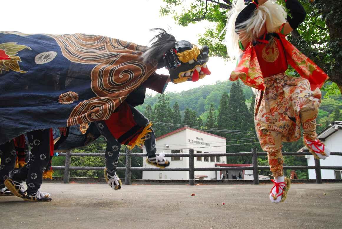 楮の獅子舞の画像