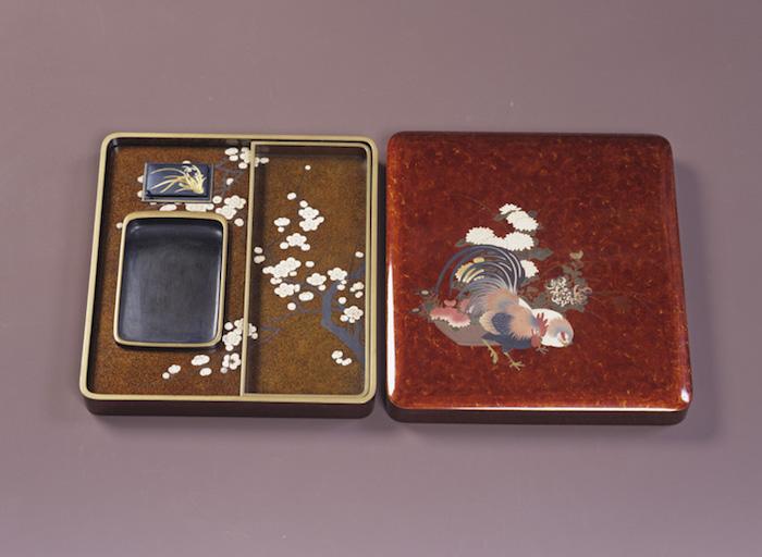 鶏に花篭蒔絵硯箱の画像